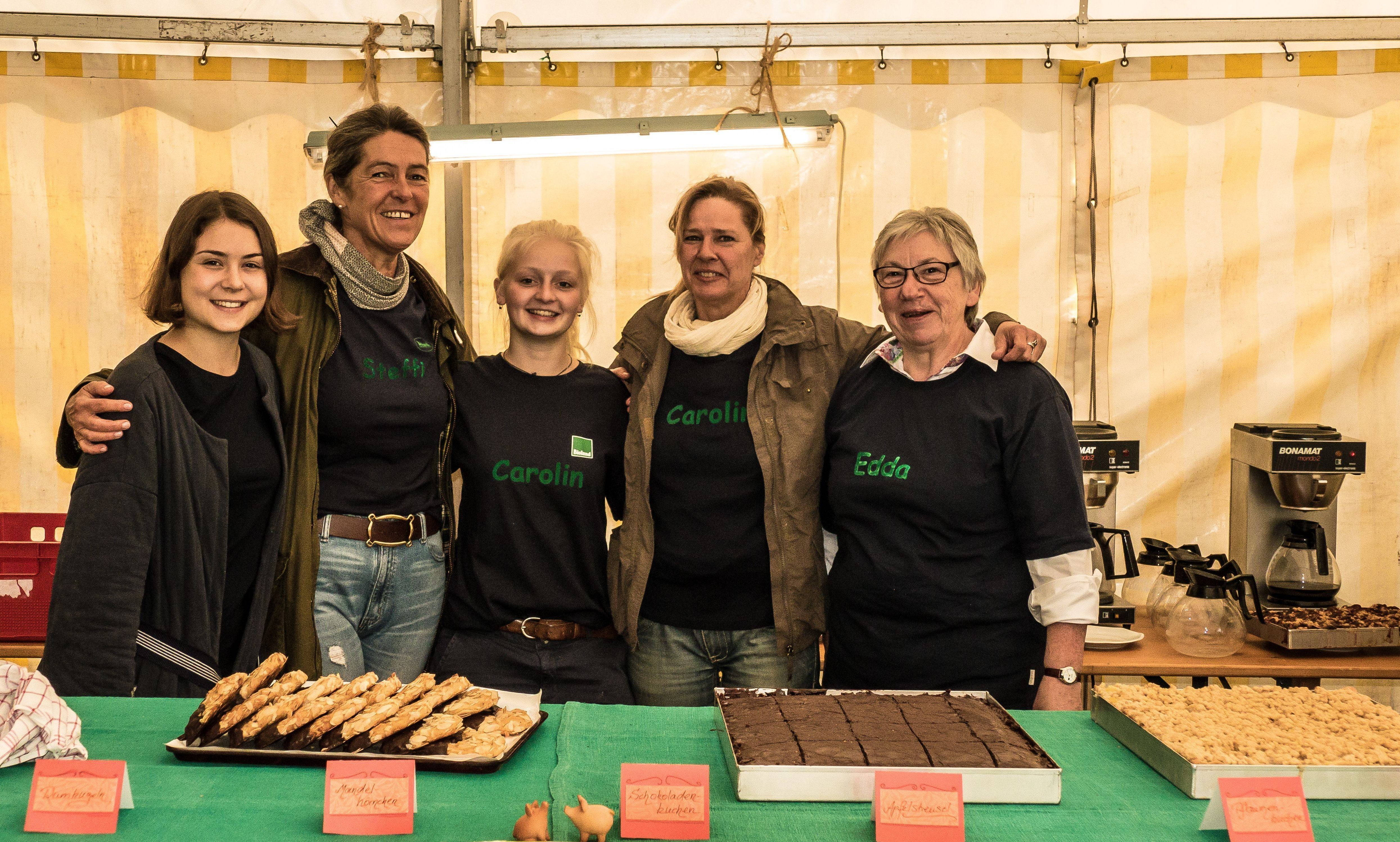 Hoffest 2017 Team am Kuchenbuffee