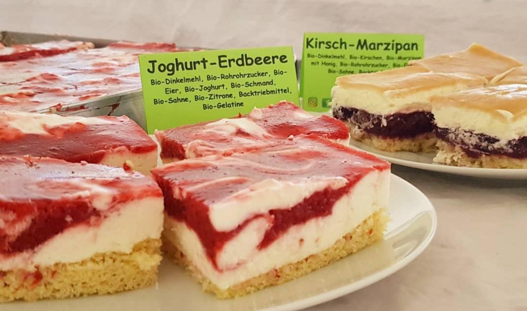 Hofeigene Produkte: Kuchen und Brötchen